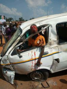 Drivers head pops out from window in fatal accident in Imo state (Photo)