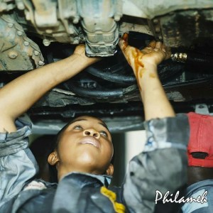 See this beautiful female mechanic in Lagos (Photos)