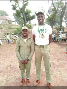 See the tallest and shortest corper in Enugu NYSC camp (Photo)