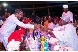 Nigerians react as Ooni Of Ife stretches his hand to greet Femi Otedola (Photo)