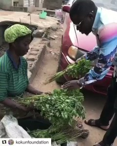 Nigerian man gives a woman selling vegetable lots of money for her vegetables, her reaction is priceless (Video)
