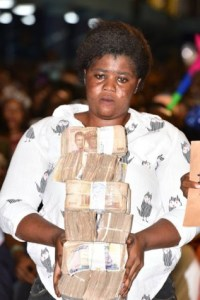 Prophet Jeremiah Gives N3.3 Million Cash To 12 Ladies Who Were Deported From Libya (Photos)
