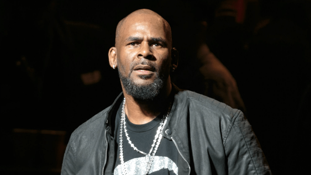 Singer, R. Kelly Hitting On 17-Year-Old Boy And Sending Nudes To Him (Photos)