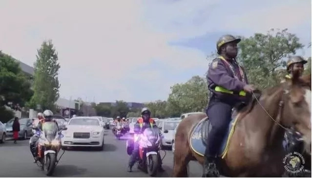 , See This Popular Pastor Arriving In Rolls Royce, Horses And Police Entourage (Photos), Effiezy - Top Nigerian News & Entertainment Website