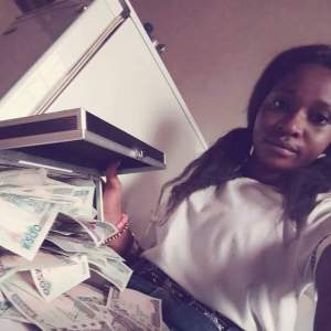 Nigerian student shows off money on Facebook (Photos)