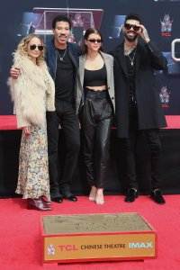 Check out RnB Legend, Lionel Richie and his kids at his Hand & Footprint ceremony (Photos)