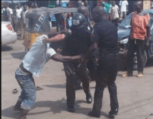 Nigerian Man Brutally Beats up 4 Police Officers And Seized Their Arms In Lagos State