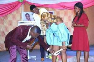 See as a Pastor is removing a lady's pant in church (Photo)