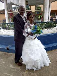Check out this lovely photo of an old man marrying his bride (Photos)