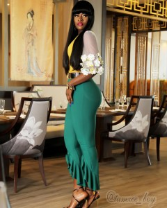 , Former #BBNaija Housemate Alex Shows Off Her Figure In Skin Tight Trousers (Photos), Effiezy - Top Nigerian News & Entertainment Website