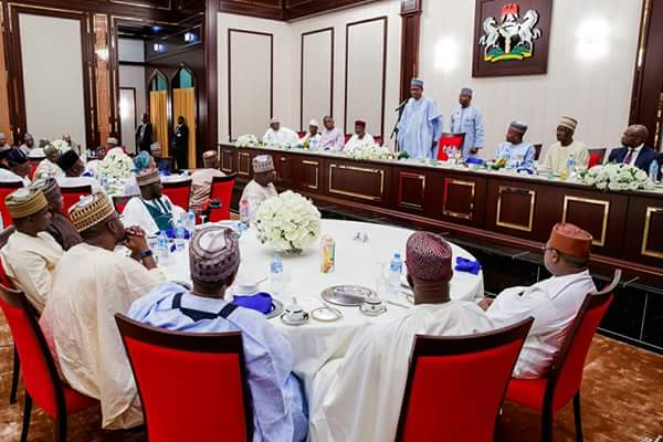 , #RAMADAN: Buhari Breaks Fast With Dangote, Business & Political Party Leaders (Photos), Effiezy - Top Nigerian News & Entertainment Website