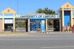 , University Of Limpopo Students Walkout Of Exam Hall Over Difficult Questions (Video), Effiezy - Top Nigerian News & Entertainment Website