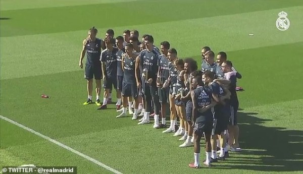 , Real Madrid Stars Show Off Their Awards At Training After The Fifa's Ceremony, Effiezy - Top Nigerian News & Entertainment Website