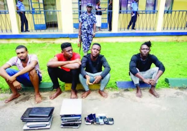 , White Man Travels Down To Nigeria To Arrest Fraudsters Who Scammed Him €15,000, Effiezy - Top Nigerian News & Entertainment Website