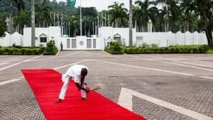 See How They Clean Red Carpets In Aso Rock – Photo