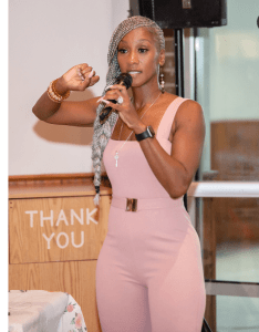 Check out this evergreen 50-year old woman (Photos)