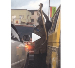 Watch as Man scares road users with a cobra snake in Yaba, Lagos (Video)