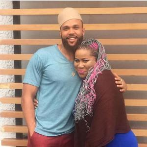 Actress Chigurl takes a photo with Jidenna (Photo)