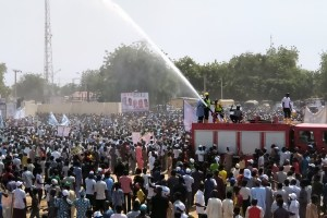 Federal Fire Service Throw Up Water To Cool Down Supporters Of Buhari In Maiduguri, Borno (Photos)
