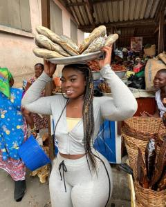 Check out more sexy photos of Ghanaian Slay queen who was seen selling dry Fish
