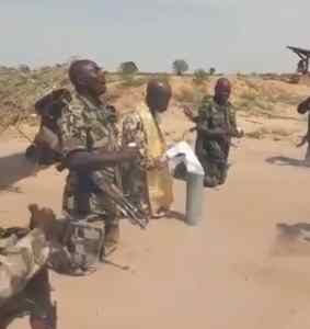 Soldiers Fighting Boko Haram Kneel Down, Sing & Pray With Riffles Over Deaths (Photos)