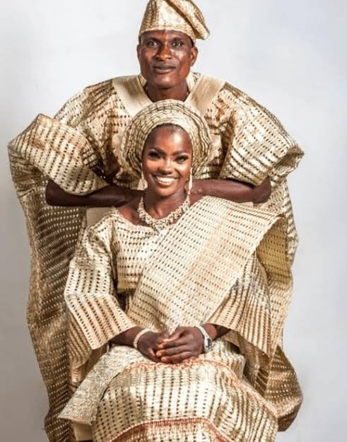 Lovely photos of blue-eyed woman and husband who allegedly abandoned her