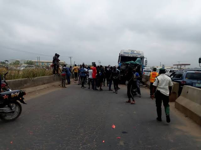Tanker crushes five persons to death on Lagos-Ibadan highway