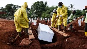 Indonesia people without face-masks made to dig grave as punishment