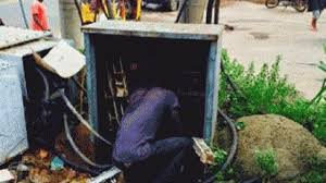 Hoodlum electrocuted while stealing transformer cable in Lagos.