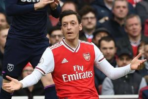 Ozil misses out on Arsenal's Europa League squad