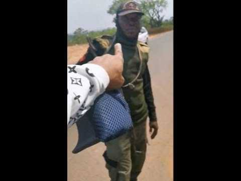 , Man confronts police officer who allegedly planted marijuana in his car (video), Effiezy - Top Nigerian News & Entertainment Website