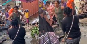Proposal gone wrong: Lady blast boyfriend for proposing to her in a market (video)