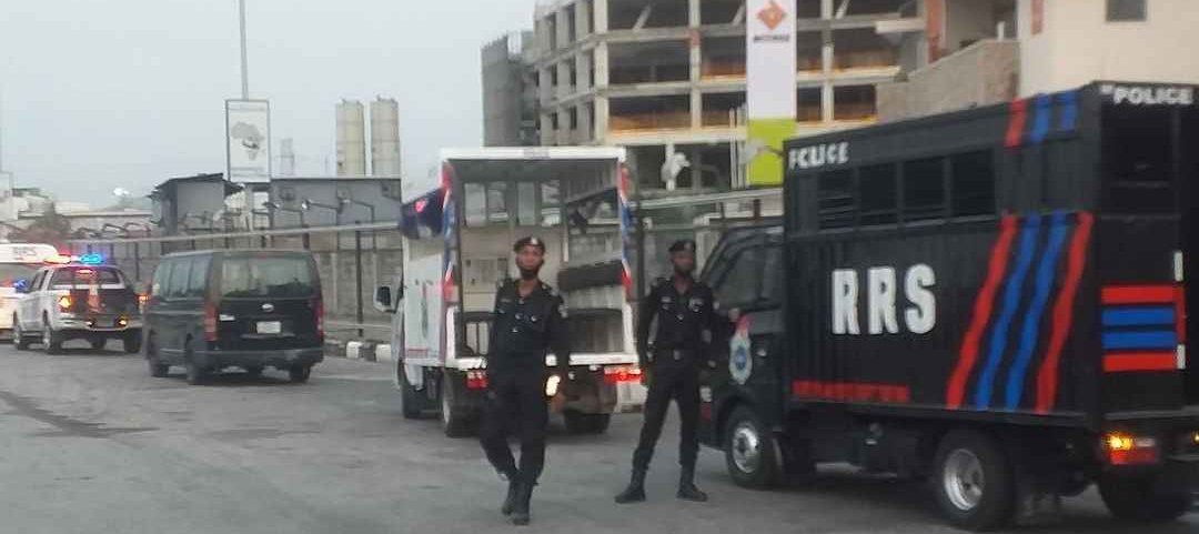 , #OccupyLekkiTollGate: Heavily armed mobile policemen storm proposed venue of protest (video), Effiezy - Top Nigerian News & Entertainment Website