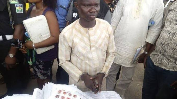 Man nabbed while trying to write exam for his wife during teacher's recruitment exercise in Osun