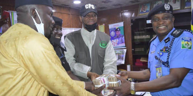 , Kano govt rewards two policemen who rejected N1m bribe, Effiezy - Top Nigerian News & Entertainment Website