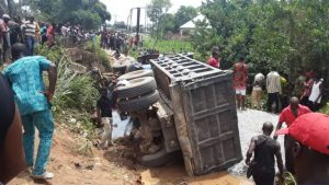 Truck loses brake, kills 10 women after running into Imo market