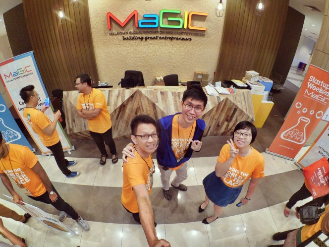 startup-weekend-at-magic-cyberjaya-malaysia-powered-by-google-for-entrepreneurs-social-enterprise-edition-raymond-ong-and-effye-ang-effye-media-online-advertising-a81