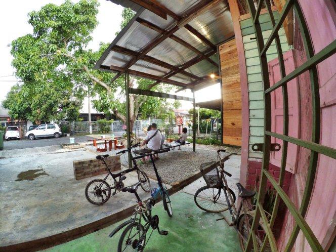 长颈鹿图书馆 蕉赖 雪兰莪 马来西亚 文艺咖啡厅图书馆 Little Giraffe Book Club Balakong 43200 Batu 9 Cheras Selangor Malaysia Art Cafe Library A14