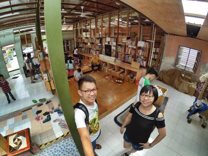长颈鹿图书馆 蕉赖 雪兰莪 马来西亚 文艺咖啡厅图书馆 Little Giraffe Book Club Balakong 43200 Batu 9 Cheras Selangor Malaysia Art Cafe Library A18