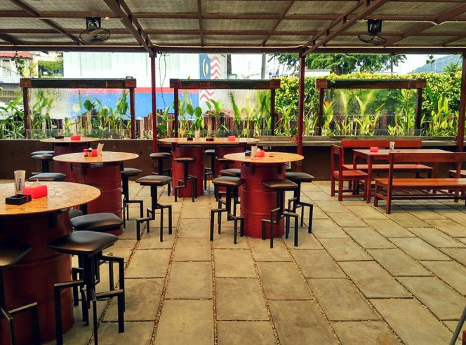 Roundabout Kopitiam Bistro and Cafe Batu Pahat Attraction Point with good ambience