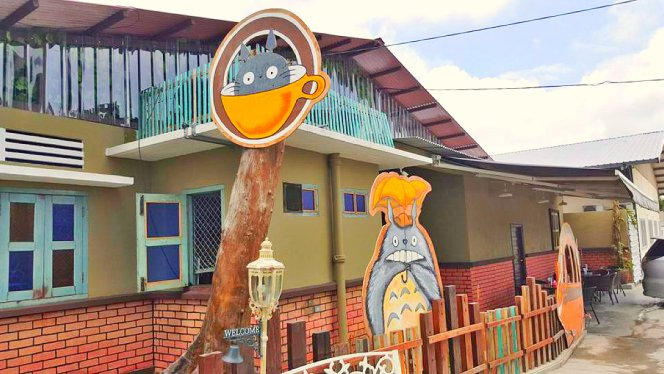 Roundabout Kopitiam Bistro and Cafe, centre point of Batu Pahat