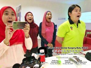 Klinik Pergigian Famili Batu Pahat Johor Malaysia Batu Pahat Doktor Pergigian Kanak-kanak Klinik Pergigian Perkhidmatan Komuniti Ke Sekolah Tinggi Cina Batu Pahat Memeriksa Gigi Pelajar A04-01