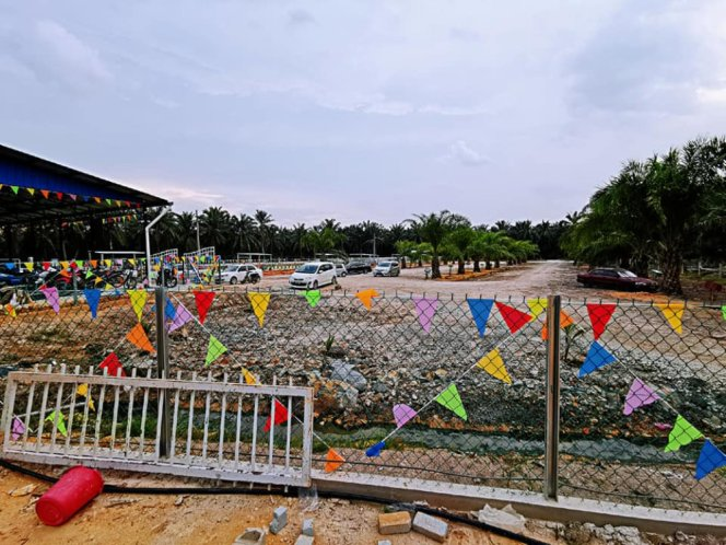 Kolam Memancing Simpang Sikon - Kolam Memancing Ikan Parit Raja Batu Pahat Johor Malaysia B05