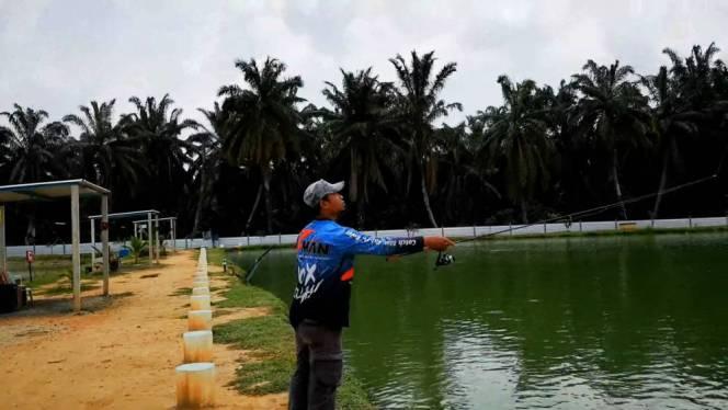 Kolam Memancing Simpang Sikon - Kolam Memancing Ikan Parit Raja Batu Pahat Johor Malaysia B09
