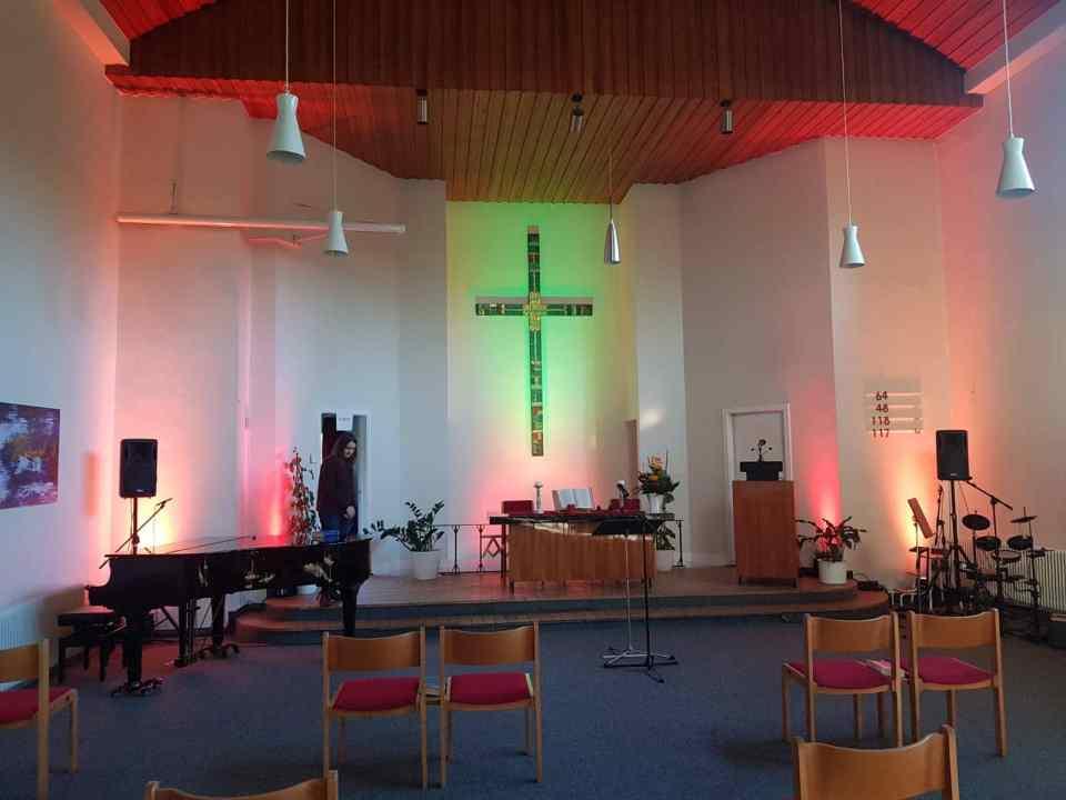 Gemeindesaal beleuchtet