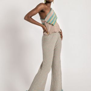 Sleeveless textured knit crop top, with an assymetrical ruflled neckline with contrasting details