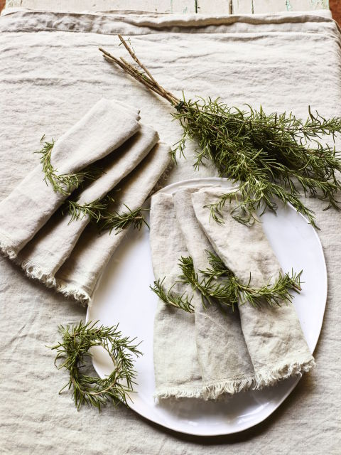 gallery-1478557241-holiday-place-setting-rosemary