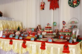 Christmas Dessert Table 25