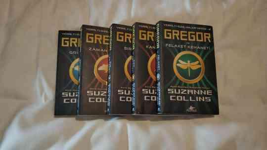 YERALTI GÜNLÜKLERİ SERİSİ | GREGOR VE  FELAKET KEHANETİ KİTAP YORUMU