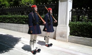 Athènes relève de la garde